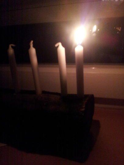 Jeden Morgen darf eine Kleine Kerze herunterbrennen
