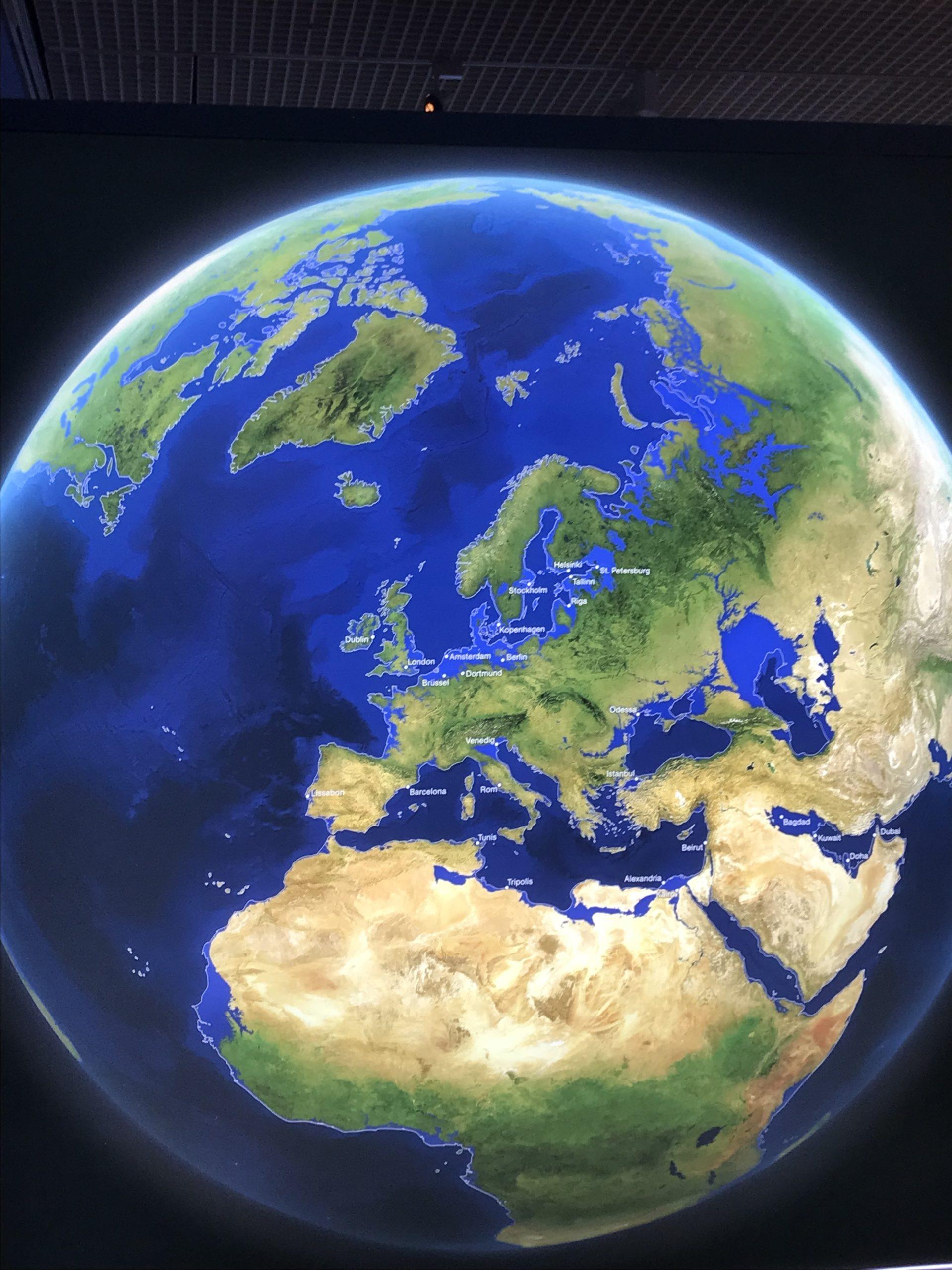 Die Welt als Projektion, wie sie aussehen würde, wenn das ganze Eis der Erde geschmolzen ist