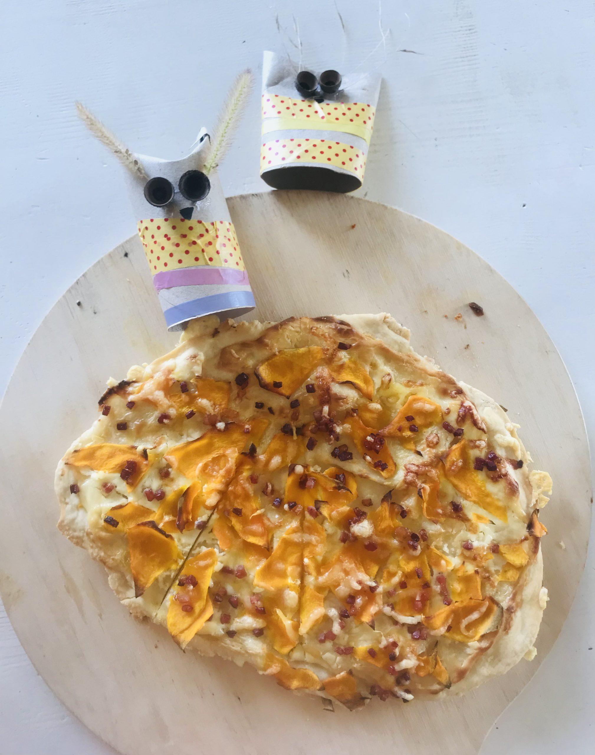 Kürbispizza mit 2 Eulen aus Klopapier
